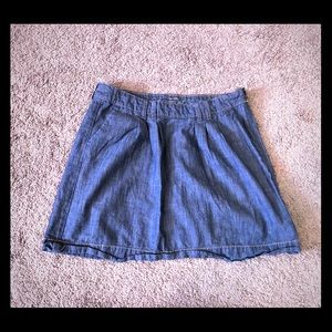 Denim skirt with front pockets and side zip
